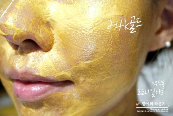 Нанесение золотой крем-маски для лица Dr.Hedison